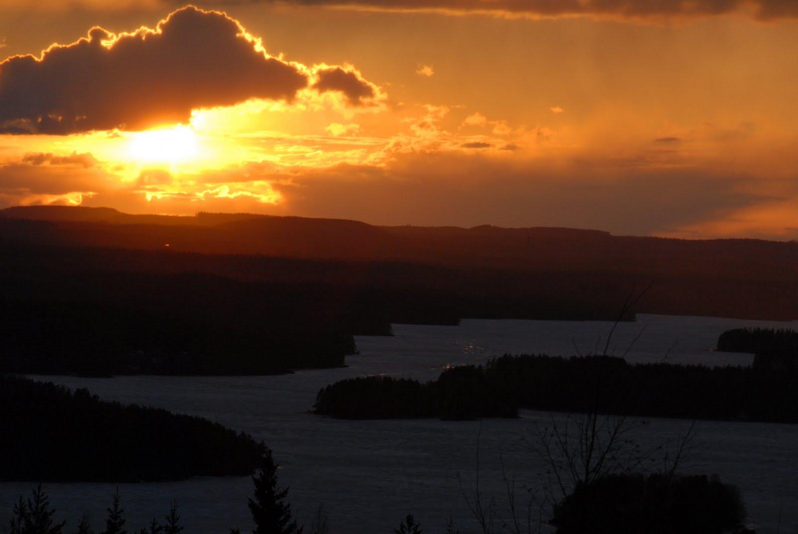 Auringonlasku tuhkapilven läpi?