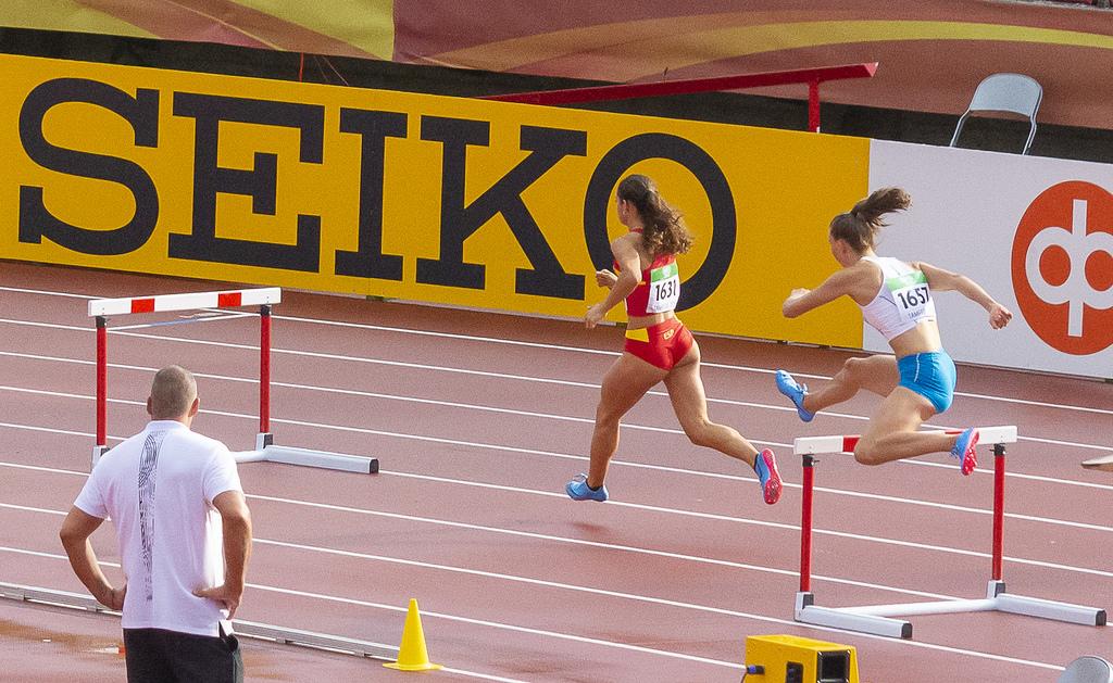 Naiset 400 m aidat; semifinaali