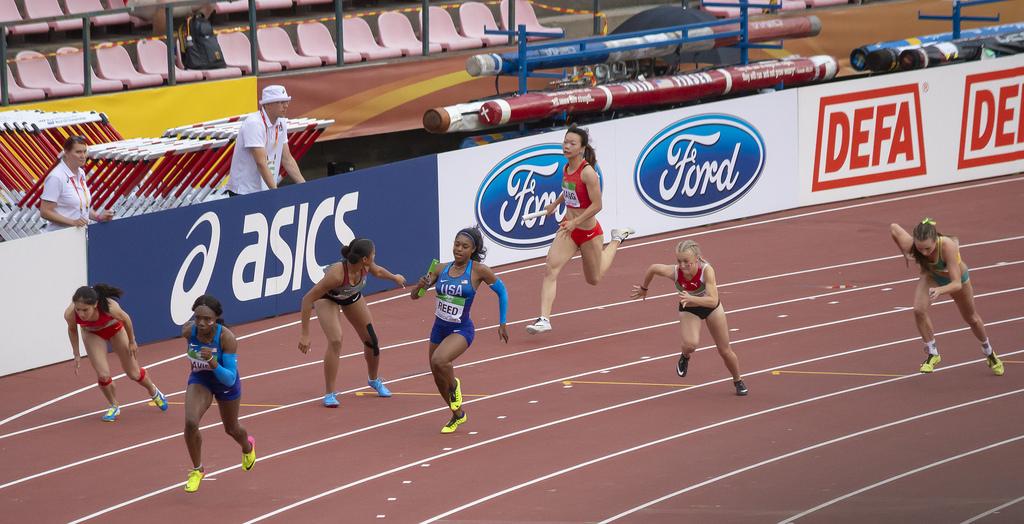 Naiset 4 x 100 m; karsinta