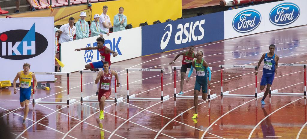 Miehet 400 m aidat; semifinaali