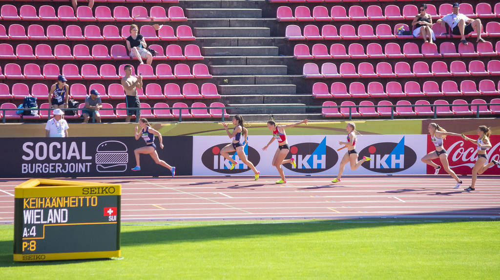 Naiset 4 x 100 m; finaali
