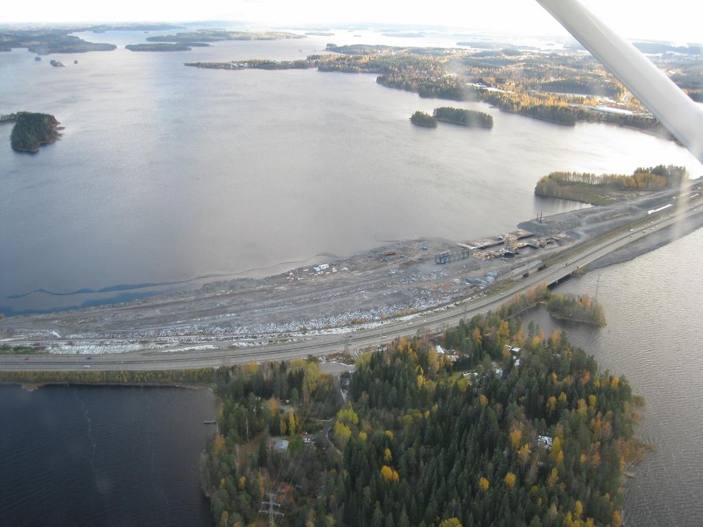 Lentämässä KLE:llä, Anssi pilottina. Kallansiltojen tietyöt.  Lauantaina 16.10.2010